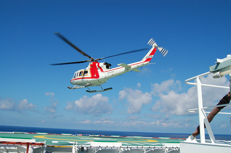 Chopper takes me to the Chikyu onboard deck.(Cooperation:AERO ASAHI Co.aircraft)
